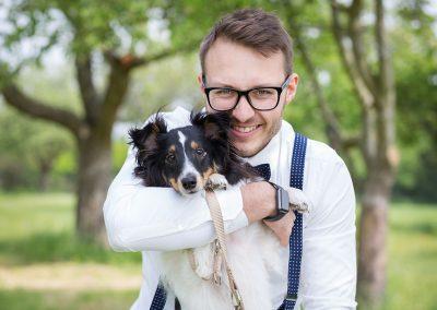 Braeutigam-mit-Hund-Mann-Hochzeit-Sheltie