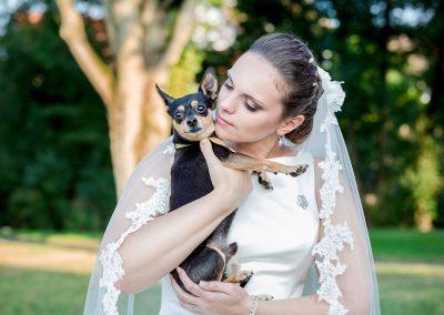 Braut-mit-Hund-Hochzeit-Fotografie